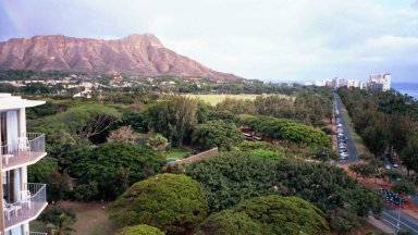 Here you can see Diamond Head and  the area in the lower left is the Honolulu Zoo. It's also from the hotel.